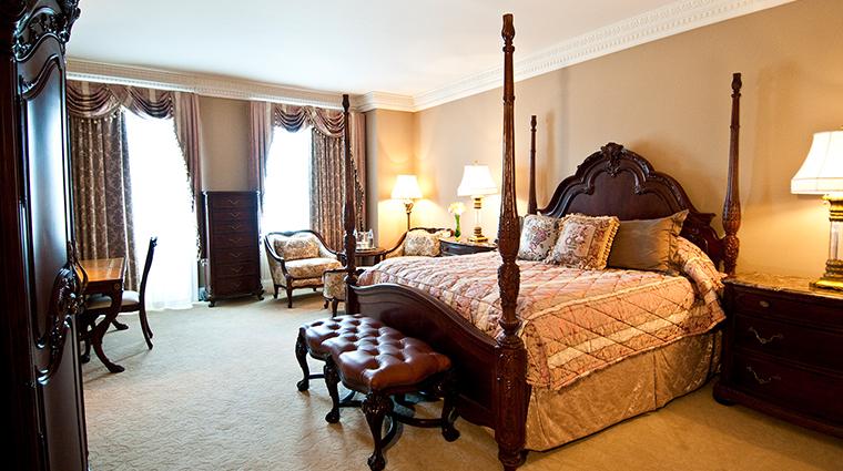 Market Pavilion Hotel corner king suite