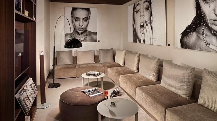 me milan il duca me suite living room