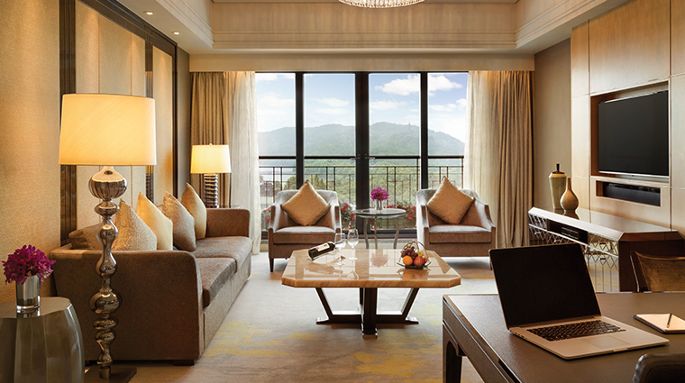 midtown shangri la hangzhou execuive suite living room