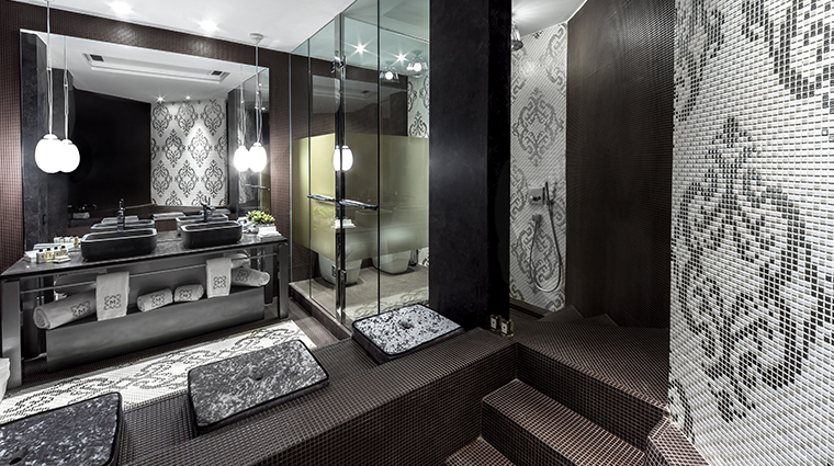 monument hotel suite bathroom
