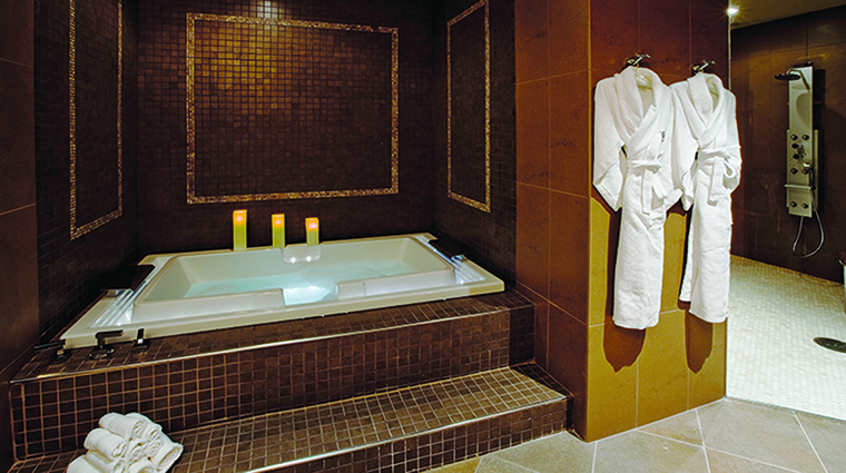 motorcity casino hotel spa couples bath