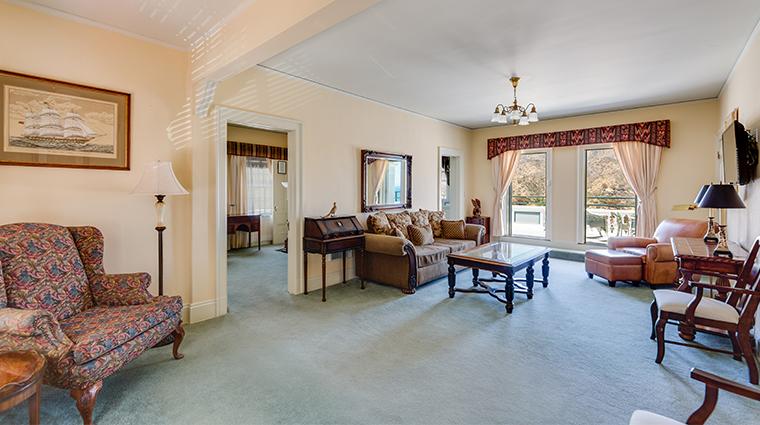 mt ada grand suite living area