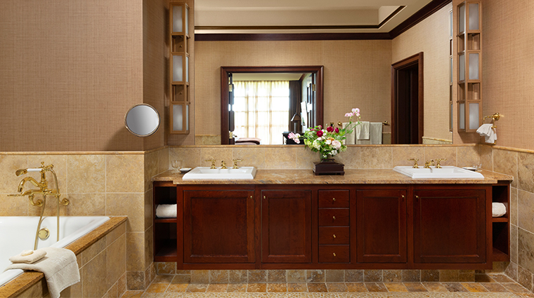 nemacolin woodlands resort falling rock double suite bathroom