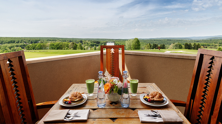 nemacolin woodlands resort falling rock king suite outdoor dining