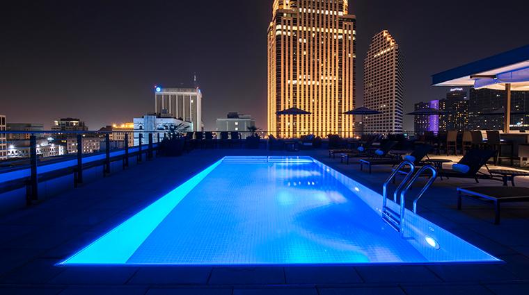nopsi hotel evening pool bar