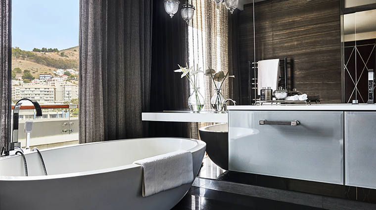 oneonly cape town penthouse tub