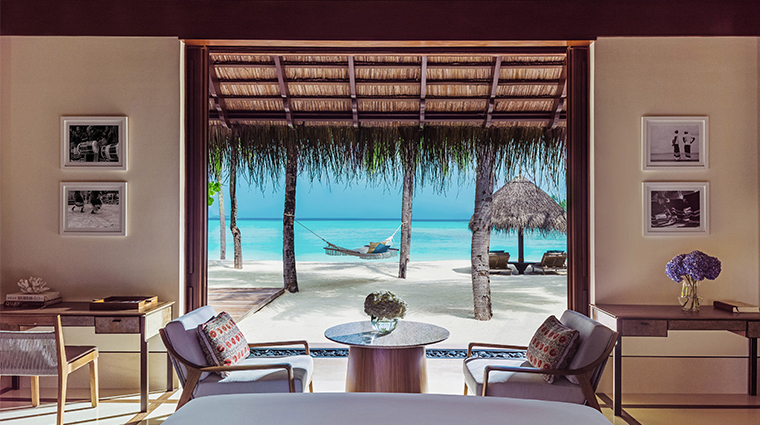 oneonly reethi rah beach villa bed