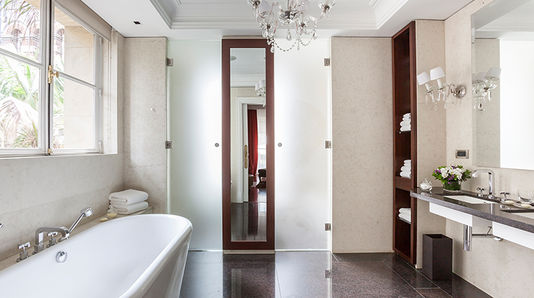 Palacio Duhau Hyatt bathroom suite