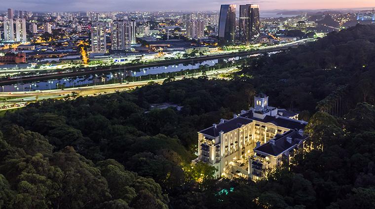 palacio tangara exterior night
