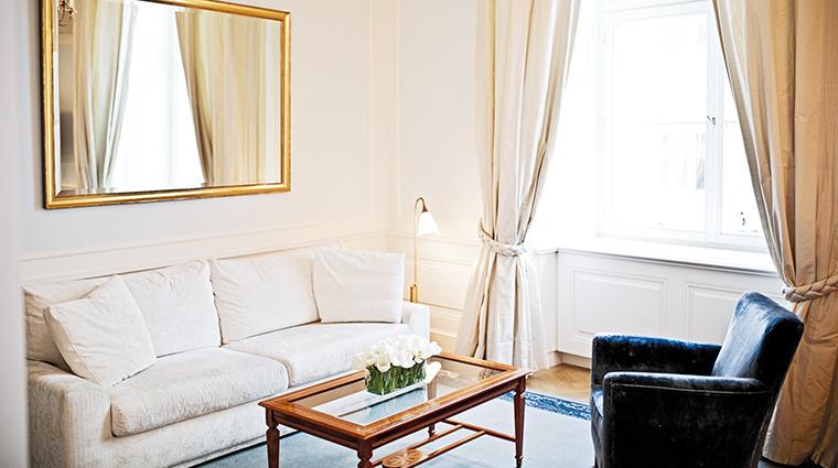 palais coburg City suite living room