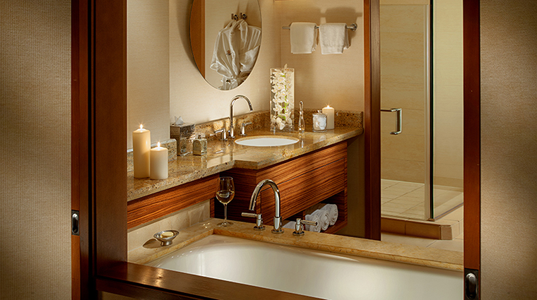 pan pacific seattle guest room bath