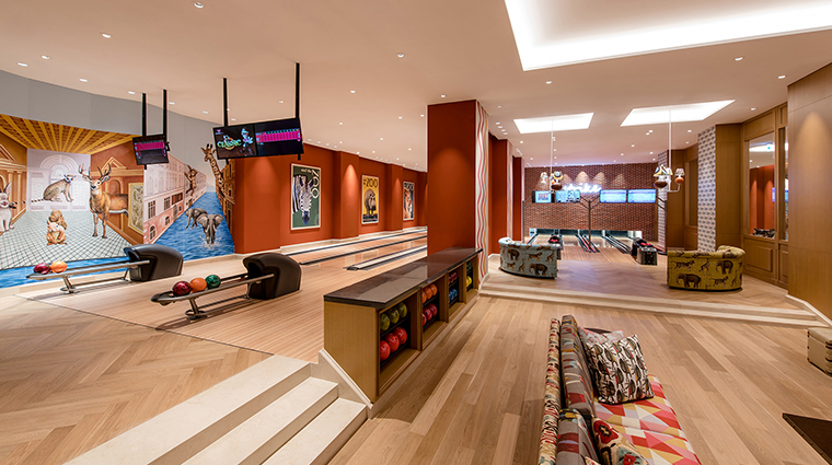 paradise hotel resort bowling 13