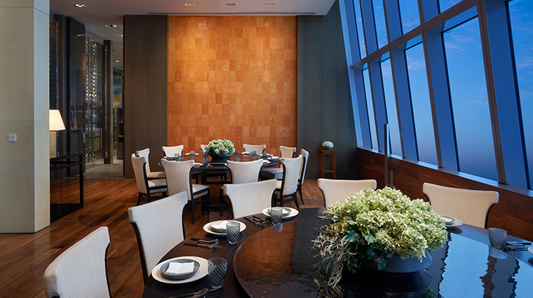 park hyatt shanghai round table seating