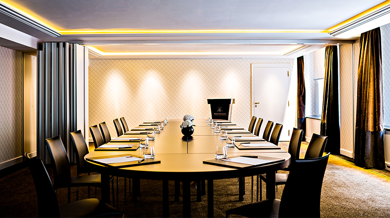 prince de galles a luxury collection hotel salon chaillot boardroom