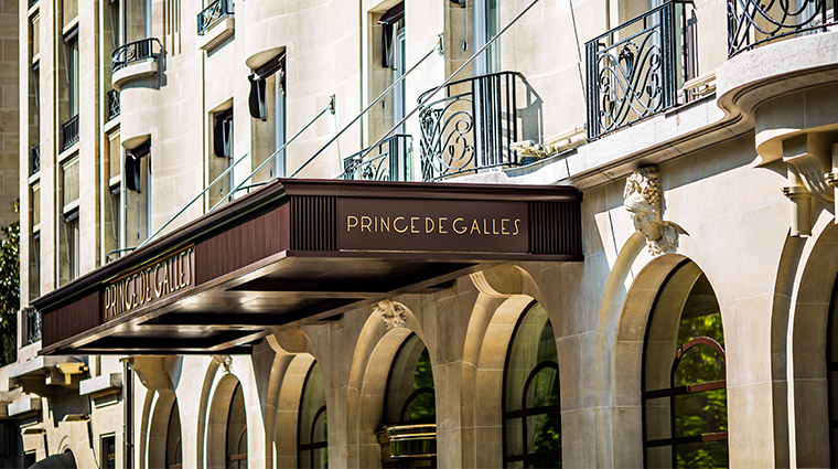 prince de galles a luxury collection hotel sgnage
