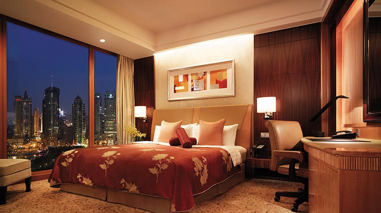 pudong shangri la east shanghai suite bed night