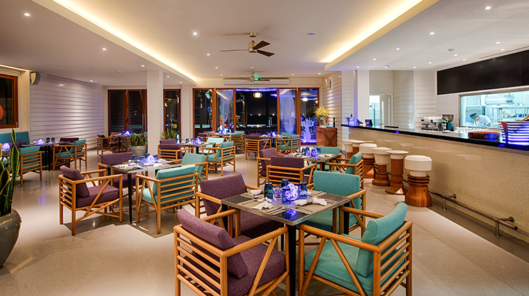 pullman danang beach resort azure beach lounge