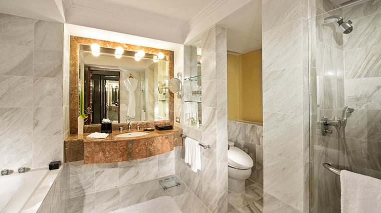 Regent Taipei deluxe bathroom