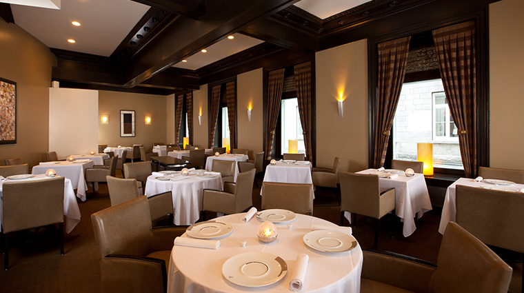 restaurant initiale dining room