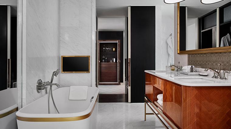 rosewood bangkok manor suite king bathroom