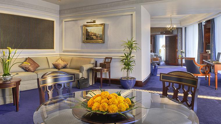 rosewood jeddah guestroom living room4