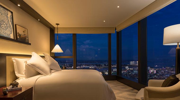 rosewood phnom penh Mekong suite bedroom