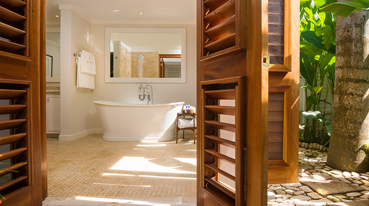 round hill hotel and villas deluxe suite bathroom