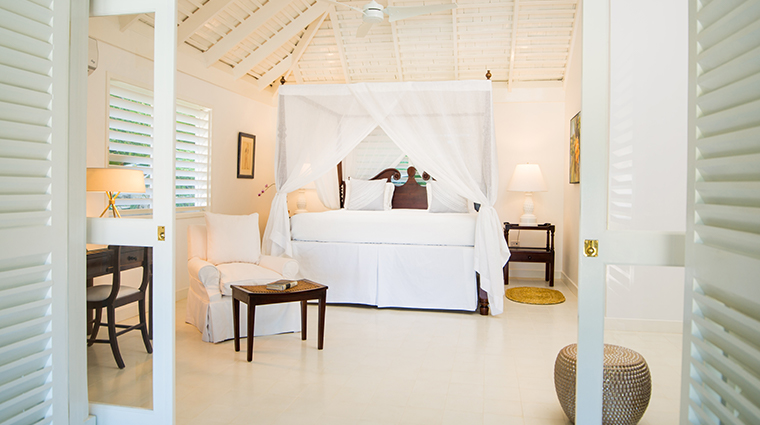 round hill hotel and villas luxury villa bedroom