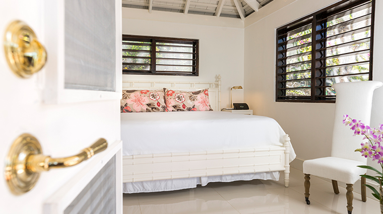 round hill hotel and villas villa garden room bedroom