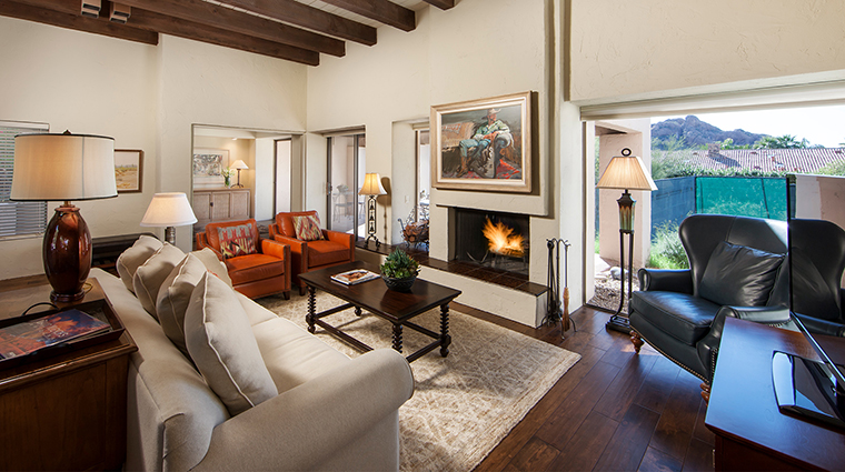 The Sanctuary on Camelback Mountain Resort and Spa casa one living room