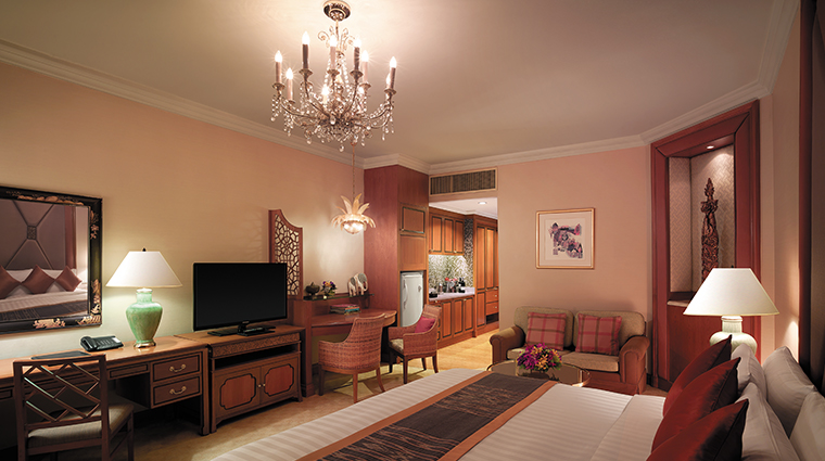 shangri la hotel bangkok bedroom wall