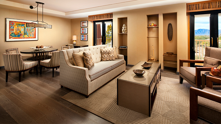 sheraton grand at wild horse pass deluxe suite dining room
