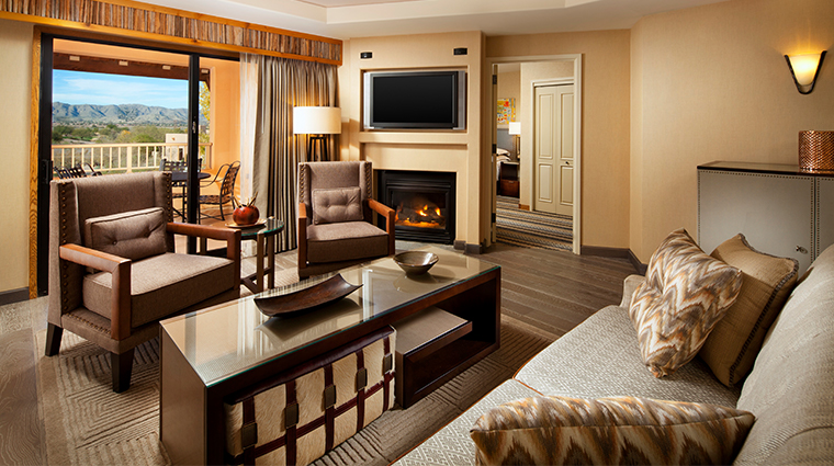 sheraton grand at wild horse pass deluxe suite living room