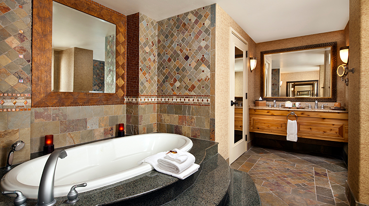 sheraton grand at wild horse pass presidential suite bathroom