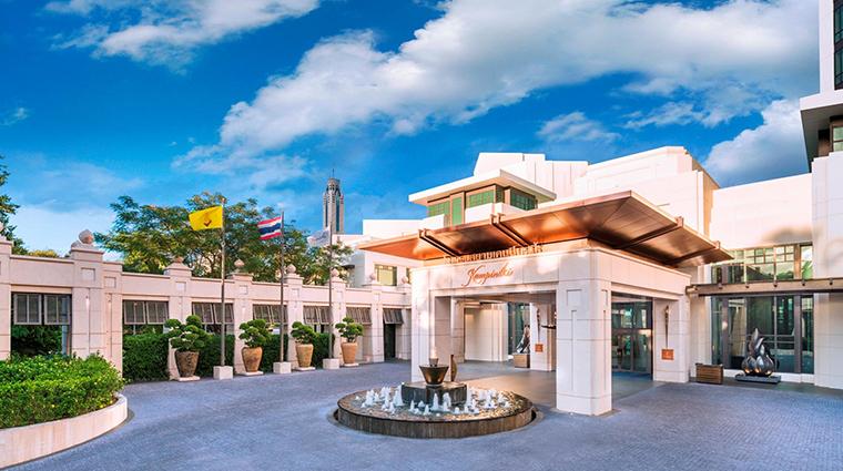 siam kempinski hotel bangkok entrance