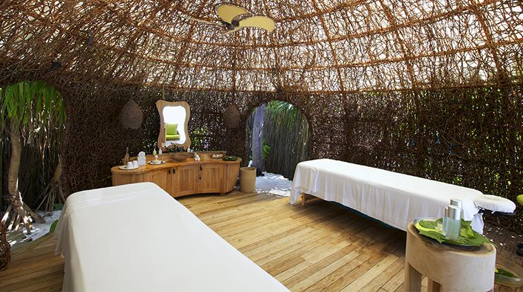 six senses laamu treatment room