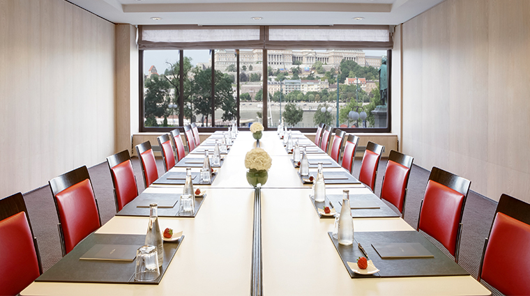 sofitel budapest chain bridge meeting room