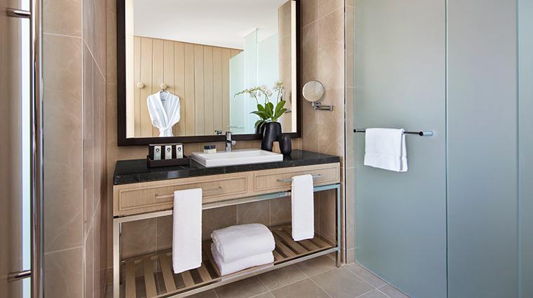 sofitel sydney darling harbour bathroom