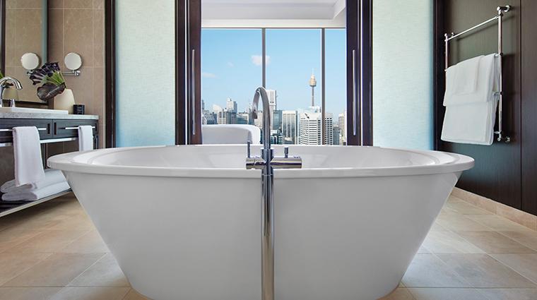 sofitel sydney darling harbour suite tub