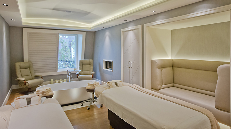 spa mont blanc treatment room