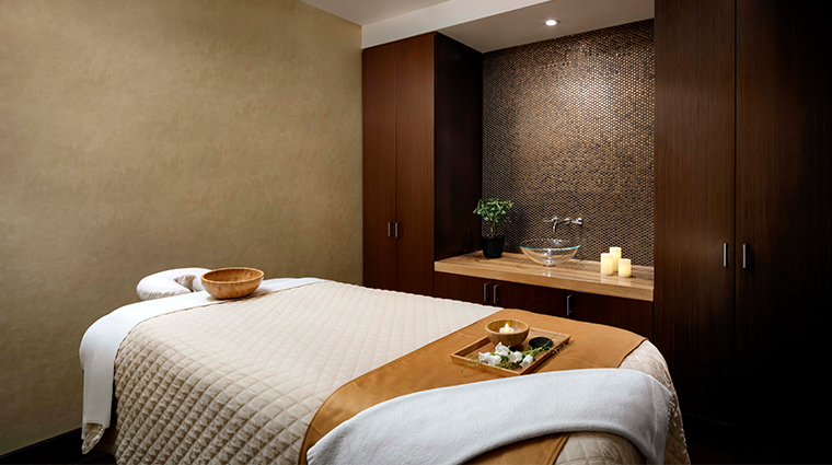 spa my blend by clarins at the ritz carlton toronto treatment room