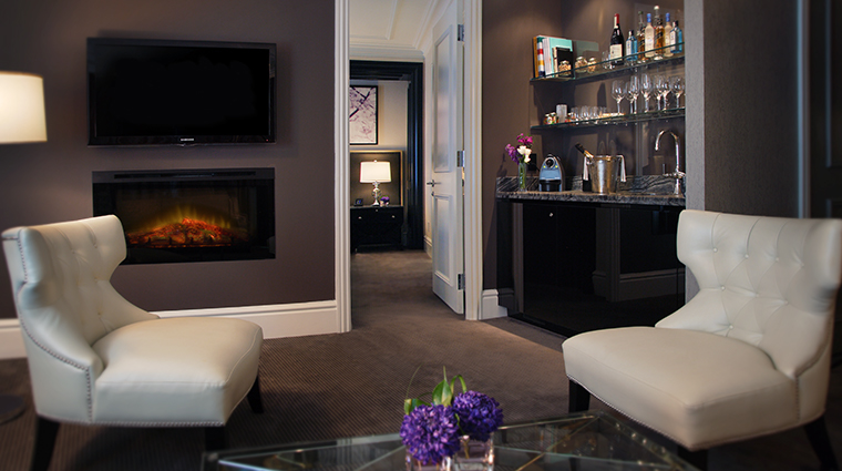 the adelaide hotel toronto suite bar