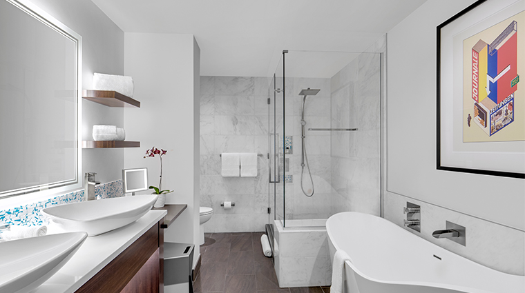 the art a hotel suite bathroom