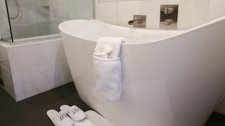the art a hotel tub amenities