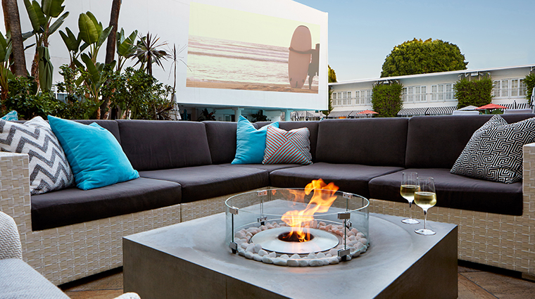 the beverly hilton poolside firepit
