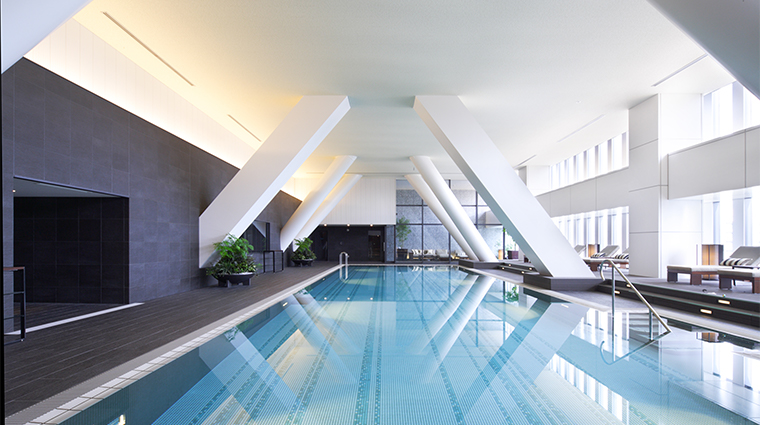the capitol hotel tokyu fitness pool