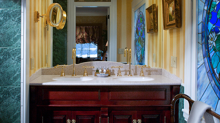 the bernards inn hesper suite bathroom
