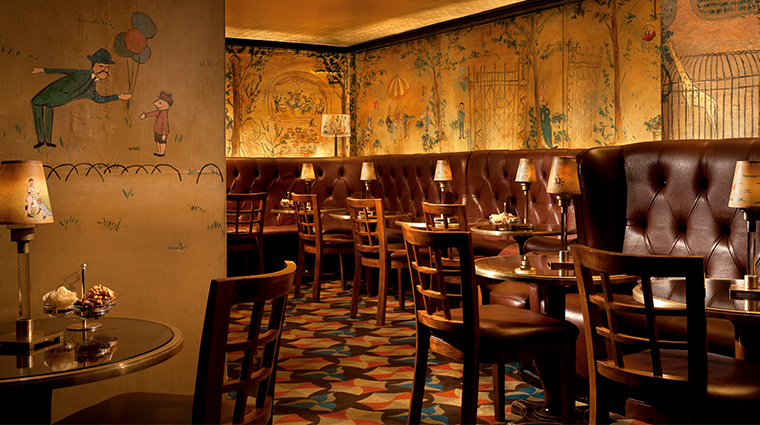 the carlyle a rosewood hotel Bemelmans Bar