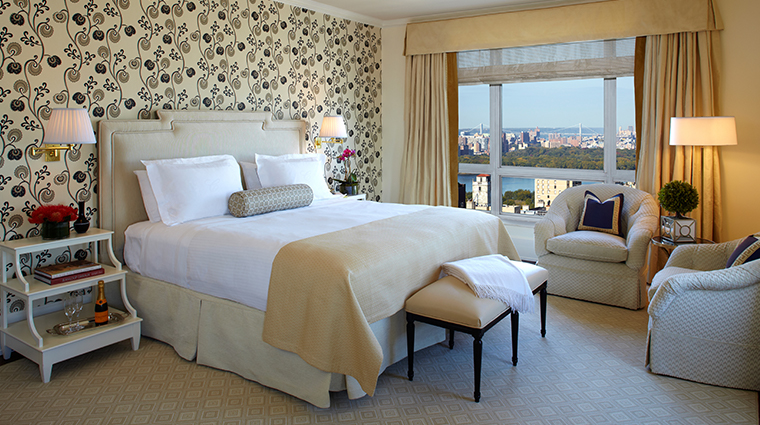the carlyle a rosewood hotel deluxe king guestroom