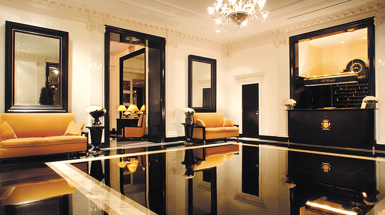 the carlyle a rosewood hotel lobby